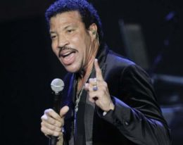 "Grupo ONE43 hace la bachata del popular tema ""Endless Love"" (Mi eterno amor) Lionel Richie"